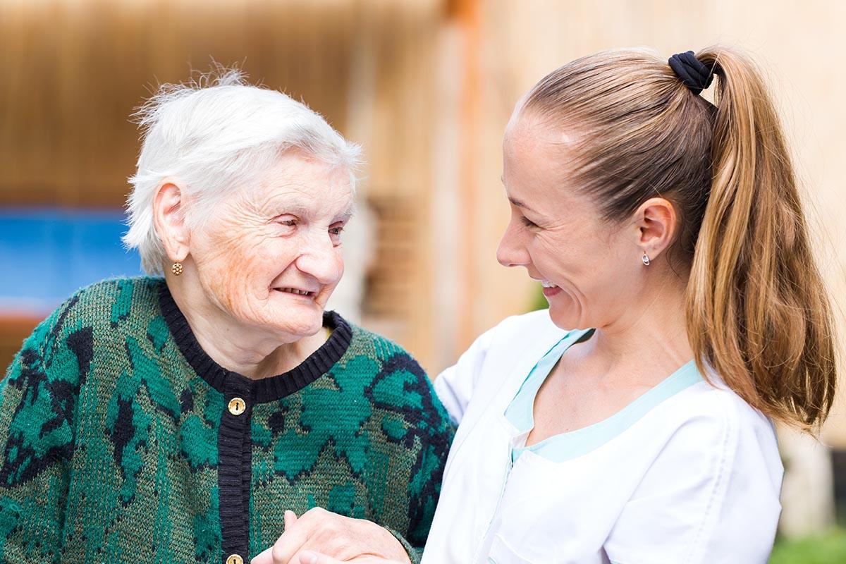 Cuidado de personas mayores a domicilio Sevilla