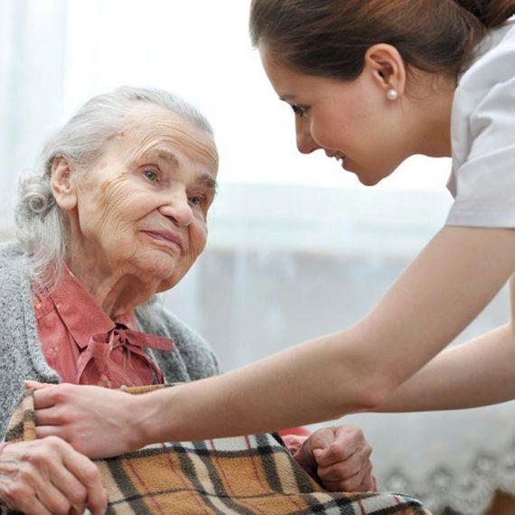 Cuidado de ancianos a domicilio Sevilla